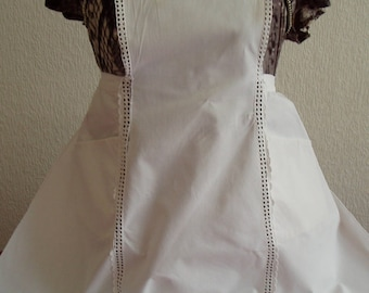 Great apron with embroidery