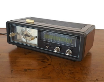 Vintage Realistic Chronomatic-9 Clock Radio Model 12-1461 Radio Shack 1970s