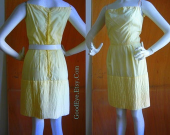 Vintage Cotton Pin Tuck Dress / size  2 4 6  xs Petite / 1960s Fitted Pastel Yellow Summer / Waist 24 inches