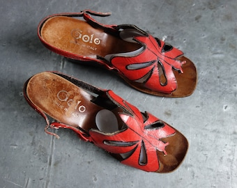 Golo Butterfly sandals from Italy, unmarked 39, red with black outline