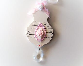 Hanging wooden wooden shabby chic romantic style.