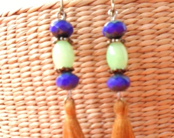 Retro chic earrings with tassels
