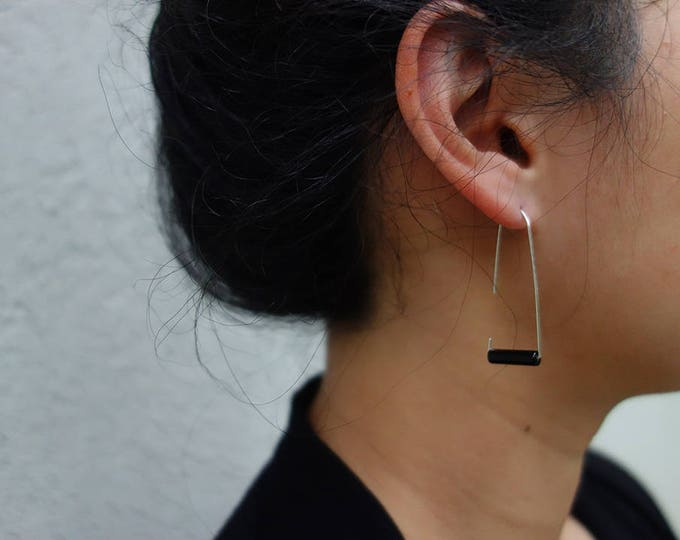 Black onyx bar earring