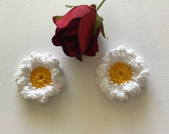 Crochet flowers, crochet appliqués, flower appliqués, embellishments, set of 2 marguerites, stocking stuffer, white flower,