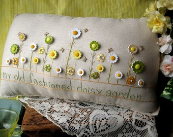 My Old Fashioned Daisy Garden Pillow (Cottage Style)