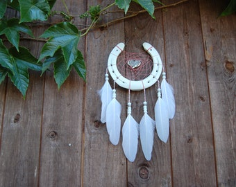 Horseshoe as a dream catcher with heart feather beads pink yarn