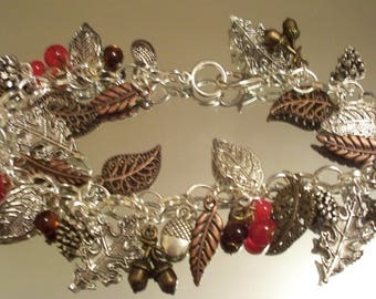 NATURE MADE Bracelet, HOBBEEdesigns, Free Shipping, Autumn, Fall, Thanksgiving, Charms, Bracelets, Chains, Leaves, Red, Silver, Acorn charms