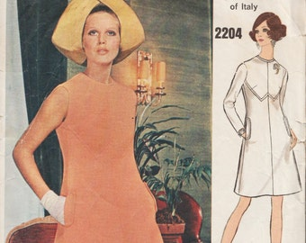 Vogue Couturier Design 2204 / Vintage 60 Sewing Pattern By Valentino / Dress / Size 12 Bust 34