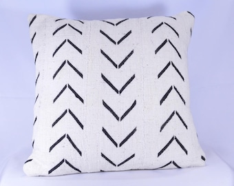 Double-Sided African Mudcloth Pillow Cover; 18x18; Bogolanfini Decorative Pillow, Black & White Mud cloth Throw Pillow -BF1038