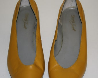 "Well Yellow There! Womens 80's - 90's Vintage Leather ""Street Smart"" Yellow Kitten Heel Pointy Toe Pumps- Heels- Size 7"