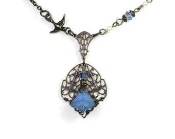 Collier en laiton Vintaj, bleu clair cristal Swarovski Perle Ivoire de Style victorien fleur collier pour elle, idées cadeaux, Boho Chic, bijoux bleu