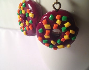 Donut Earrings, Chocolate Donuts, Food Jewelry, Polymer Clay, Kawaii Clay Charms, Clay Foods, Tiny Clay, Bakery Gifts, Cute Charm