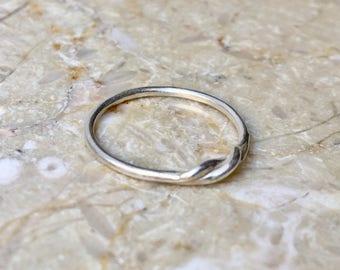 Mini Twist Ring