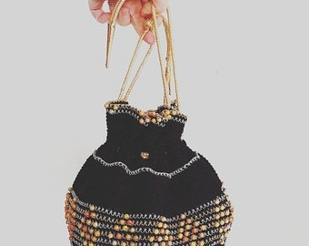 ON SALE Vintage purse. Vintage handbag. 1940s/40s round beaded bag. Lucite/celluloid bottom. Black beggars bag. WW2. Vintage purse.