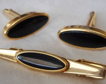 VINTAGE Signed Anson Black in Gold Metal Mens Cuff Links & Tie Bar Costume Jewelry Set