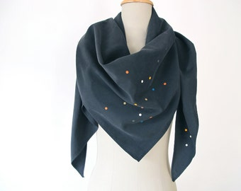 scarf with confetti print triangular black neon