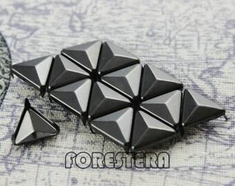 200Pcs 12mm Gunmetal Triangle Studs Metal Studs (GT12)