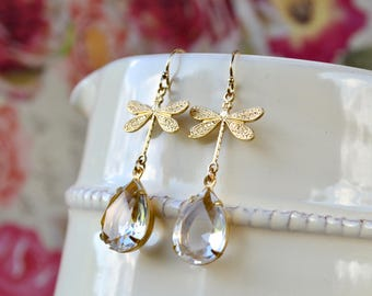 Gold dragonfly earrings in a vintage style - Pretty and dainty design for nature lovers