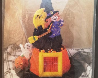 Bucilla Witches Hat Candy Dish, 6158, Plastic Canvas, Halloween, Pumpkin, Ghost, moon, broomstick, 1995, 10x12, Virginia and Michael Lamp