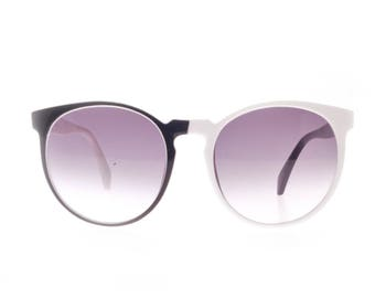 Two faces black & white slightly oversized round pantos sunglasses, 1960 iC made in Italy deadstock