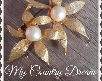 Vintage Brooch gold Flowers with white pearl.