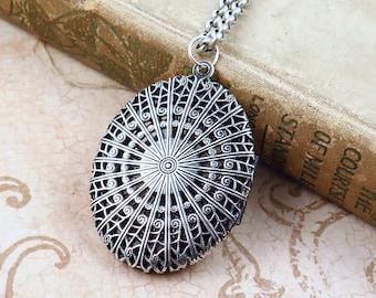 Vintage Oval Filigree Locket Necklace