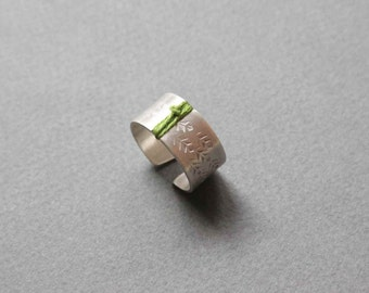 Silver Leaves Ring with Stamped Leaves and Green Thread, Wide band minimalist adjustable ring - Custom made ring