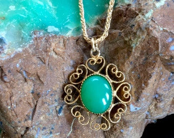 green chalcedony 14k gold pendant - an oval setting with hearts - Heart Chakra, Vintage Gift for Her