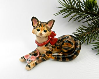 Brown Tabby Cat Porcelain Christmas Ornament Figurine Toy Mouse Clay
