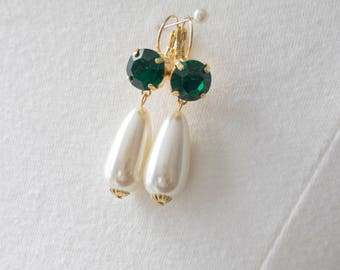 18th Century Reproduction Emerald Rhinestone and Pearl Drop Earrings. Green Paste Glass. Rococo, Colonial, Regency, Victorian, 19th Century.