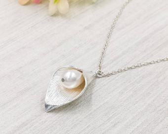 Calla Lily Necklace, Silver Calla Lily Flower Swarovski White Cream Teardrop Pearl Necklace, Wedding Bridal Bridesmaid Mom Gift For Her