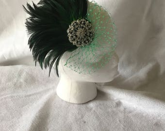 Dark Green feather fascinator, emerald green feather wedding hair comb, bridesmaid hair fascinator clip, wedding hair accessories