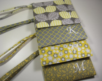 Set of 4 Personalized Bridesmaid Gift - Clutch- Zipper Pouch- Personalized Wristlet - Chevron - Small