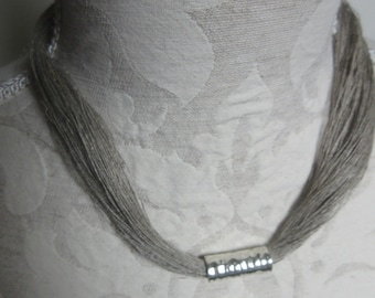 Linen and metal necklace