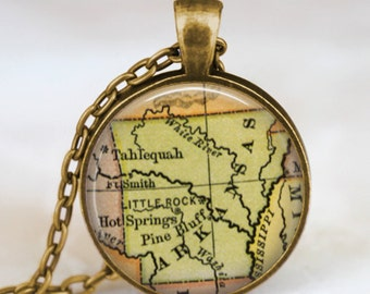 Arkansas vintage map necklace, Arkansas vintage map pendant, Arkansas vintage map jewelry , state map pendant jewelry , vintage art necklace