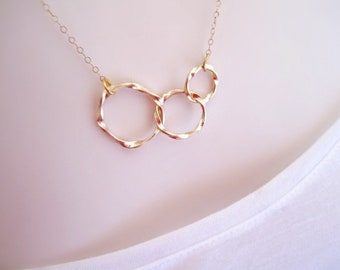Gold Circle Necklace, Minimalist Necklace, Delicate Gold Necklace, Everyday Necklace, Minimal Necklace, Linked Circle Necklace, 3 sisters