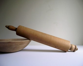 Wood Rolling Pin , Wooden Pie Dough Roller  Vintage Kitchen Baking Tool , Farmhouse Kitchen Collectible , Cottage Chic