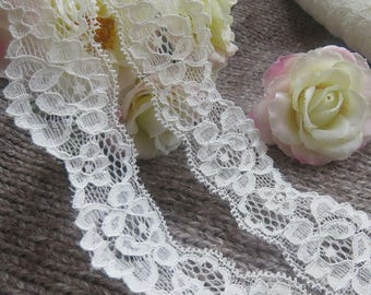 Beautiful white lace 3.3 cm wide