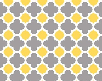 Summer Clearance Quatrefoil Medium in Gray/Yellow by Riley Blake Designs