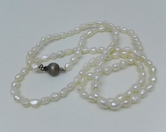 Beautiful Vintage Luminous Freshwater Pearl Single Strand Necklace 925 Sterling Silver Sphere & Fish Hook Clasp. Wedding Jewellery 24 Inches