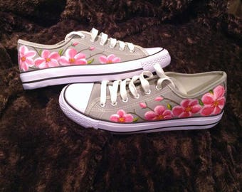Handpainted shoes (pink flowers)