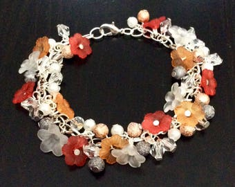 Lucite flowers and pearls bracelet