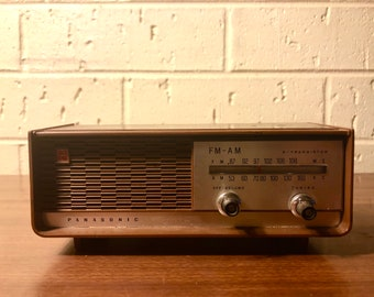 Panasonic Vintage Battery Operated Radio with Cigar Box