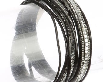 Magnetic Multi Strand Wraparound Bracelet Black/Clear