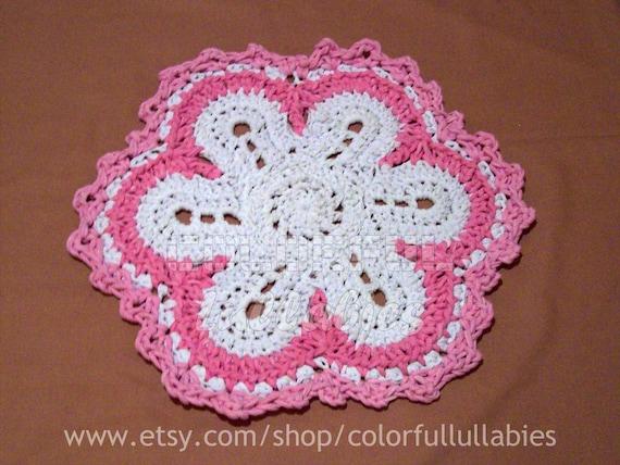 Alfombra de trapillo con forma de flor patr n de ganchillo for Alfombra en ingles como se escribe