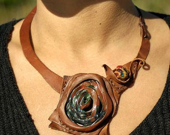 Leather and ceramics necklace