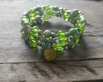 Girl bracelet, bracelet, green glass bracelet, memory wire, porcelain, glass, green, gift, girl gift, apple charm, enamel