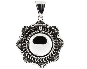 Beautiful Medallion Locket in Sterling Silver Flower - pendant