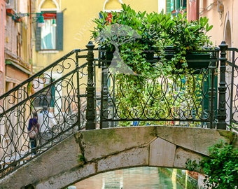 Venice Canal Art / Gifts Women / Venice Photography / Canal / Italy Travel Art / Boat Wall Print/ Romantic Italy / Venice Italy / Canal Boat