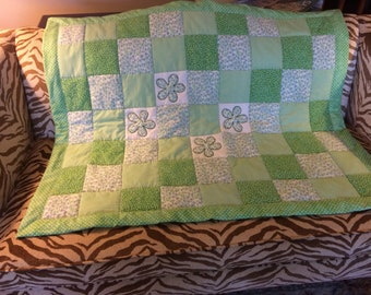 Baby green/bkue quilt